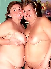 Chunky lesbos Anna and Yolanda naked in the kitchen and munching on each others chubby muffs