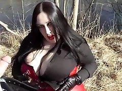 Biz Diva Blowing Outdoor - Jizz In Her Face