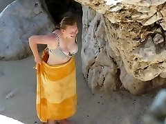 Round teen with perfect titts on beach