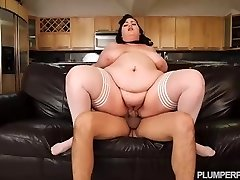 SSBBW Maid Eliza Allure Cleans Juan Largos Knob