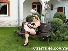 Kristy supplies pleasure to her slave with face-sitting