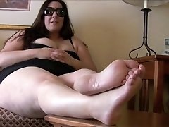 Plumper feet, foot mistress with slave