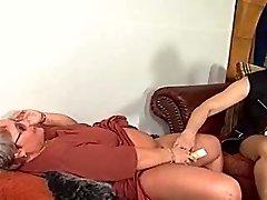 3 gross women playing