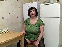 AMATEUR Plus-size BIG TITS GRANNY PISSING Fuck-a-thon