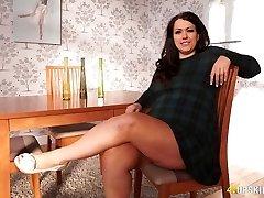 Plus-size mature Anna Lynn showcasing her pussy upskirt