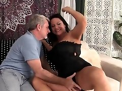 Hot granny gets her cootchie penetrated