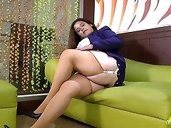 LATINCHILI Rosaly is masturbating her phat latin granny pussy