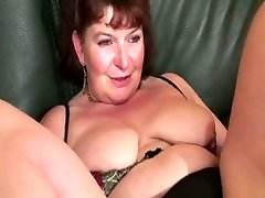 Mature french woman lovin' some dp and going knuckle deep