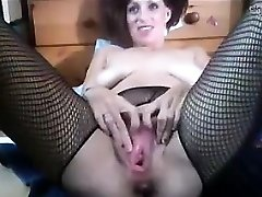 Tart Going Knuckle Deep Her Own Pussy And Squirting