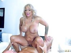 Brazzers - Hot Milf Alyssa Lynn is an animal