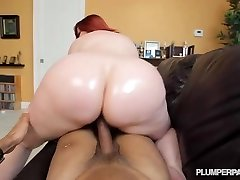 Giant Booty Ginger-haired PAWG MILF Marcy Diamond Shoots POV