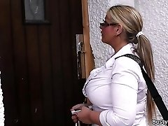 Working blonde plumper in stockings opens up legs