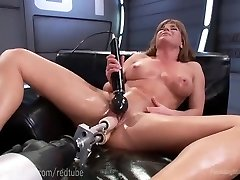 Ariel X�s Perfect Bod And Fuck Machines