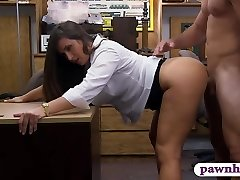 Large butt amateur brunette babe pawns her snatch and railed