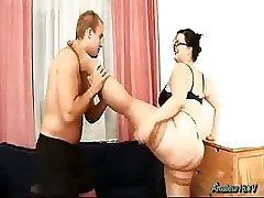 Chubby flexible babe drilled