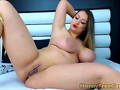 Babe With Big Mammories Ass And Nipples Masturbates
