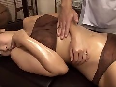 The young wife was tempted by the masseur's massive beef whistle, fucked nearby husband