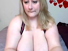 Bbw flash her giant tits and more !