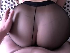 Lady with big backside fucking in pantyhose.