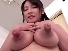 Peitos ε bicos gigantes