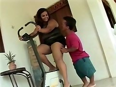 Plus-size Mature get Banged by Insane Short Guy