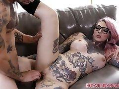 Inked emo slut gets her cunny drilled