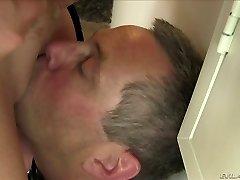 Playful ash-blonde plumper Alura Jenson loves face sitting