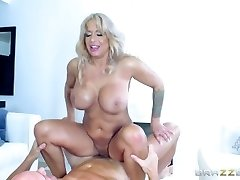 Brazzers - Hot Cougar Alyssa Lynn is an brute