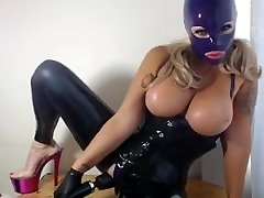 Latex Kitty comes on her Doxy Vibro