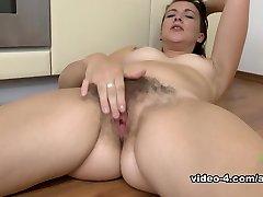 Jessica Biel in Masturbation Flick - AtkHairy