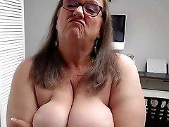 Plumper granny webcam solo