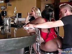 Diamond Jackson Casually Talks with Simone Sonay while the Bartender Smashes
