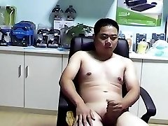 chinese bear fellow jerkoff cumshot