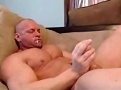 str8 bodybuilder stroke and shot in his facehole