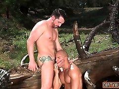 Tat bodybuilder outdoor sex with cumshot