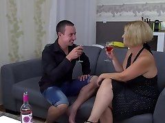 Amateur mature mommy plumbs her boy