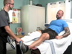 Injured Daddy assfucked his Therapist in the hospital