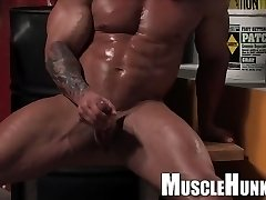 Huge German bodybuilder in leather with thick dick