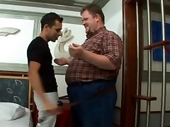 Ursos e Lolitos - Fat vs Skinny - Latin Chubby Bear Fag Video