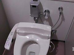Элитарии abnormalne žena. U toilet na radnom mjestu, onan