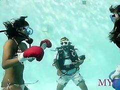 انجی Vu Ha - زیر آب بوکس صدای هیس کردن