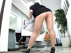 레이코 나카 아 섹시한 이발소에서 팬티 스타킹