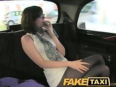 FakeTaxi Skrivnost izpovedi mladih seksi kurba