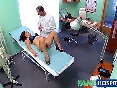 FakeHospital Όμορφη βιετνάμ ασθενής δίνει το γιατρό σεξ