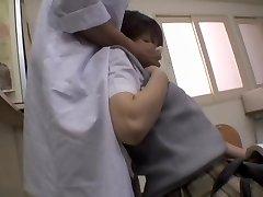 Naughty Japanske legen ga en creampie til sin pasient