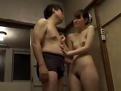 Noro Japonski chick Yui Uehara v Neverjetno Fingering, Doggy Style JAV video