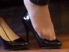 asian hosed (nylon) feet shoeplay with high high-heeled shoes