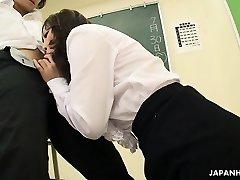 धूम्रपान गर्म एशियाई शिक्षक मुश्किल डिक पर