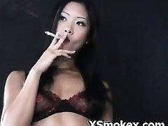धूम्रपान अश्लील एमेच्योर एशियाई बुत