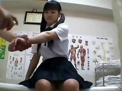 Japanische Schulmädchen (achtzehn+) gebohrt, während ärztliche Untersuchung